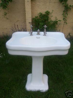 lavabo ancien ref 1 lavabo ancien b chu mat riaux anciens radiateur en fonte fleuri rococo. Black Bedroom Furniture Sets. Home Design Ideas