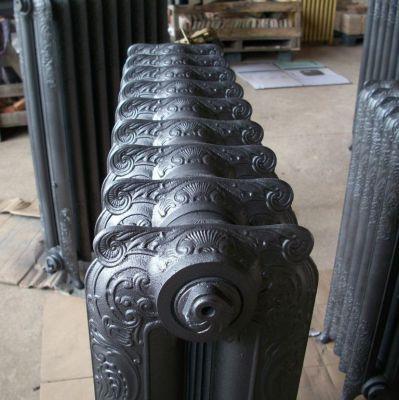 bretagne pays de loire 250 radiateurs en fonte anciens fleuris rococo flambeau cisel. Black Bedroom Furniture Sets. Home Design Ideas