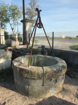 Puits en pierre ancien ref 2 puits en pierre ancien - Puit en pierre ...